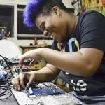 Empresa de mulheres negras promove inclusão ao reciclar notebooks