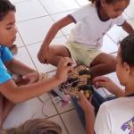 Alunos participam de aula de robótica na Escola Manoel Domingos, em Vitória de Santo Antão, Pernambuco. Unidade é retratada no programa Janelas de Inovação, parceria da Fundação Telefônica com o Canal Futura