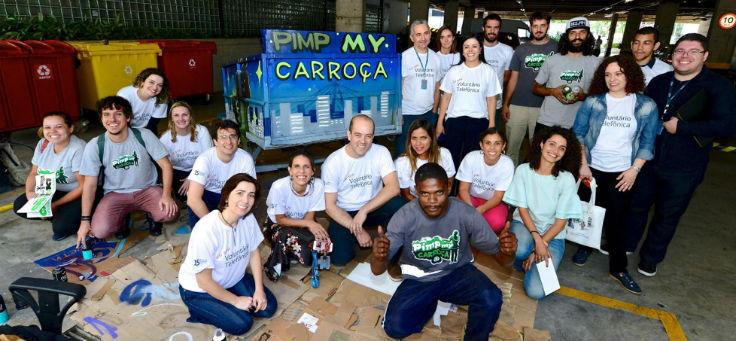 Imagem mostra equipe da Fundação Telefônica Vivo no Esquenta Dia dos Voluntários