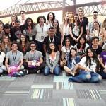 Grupo de pessoas posam para foto no festival social_good_brasil