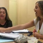 Professoras Lúcia de Oliveira Francisco, de 60 anos, e Gisele Paneque da Silva, de 25, trocam sobre diferentes fases da vida de um educador