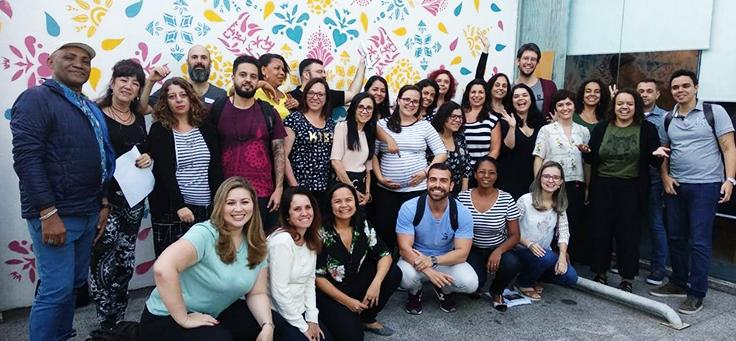 Educadores posam para foto no segundo encontro de integração das escolas inovadoras