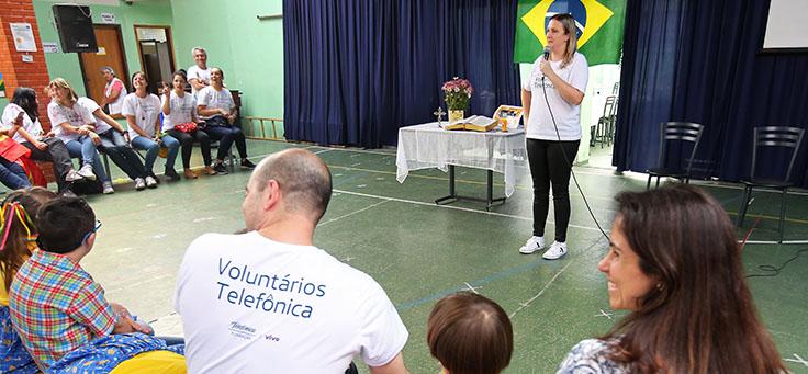 Auditório da Escola Primavera durante apresentação dos alunos.