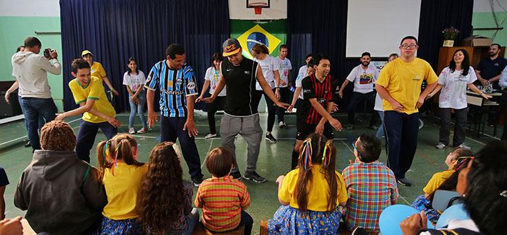 Apresentação de dança dos alunos da Escola Primavera