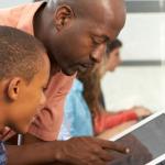 Educadores ensinam alunos a criarem aplicativos e sites de impacto social