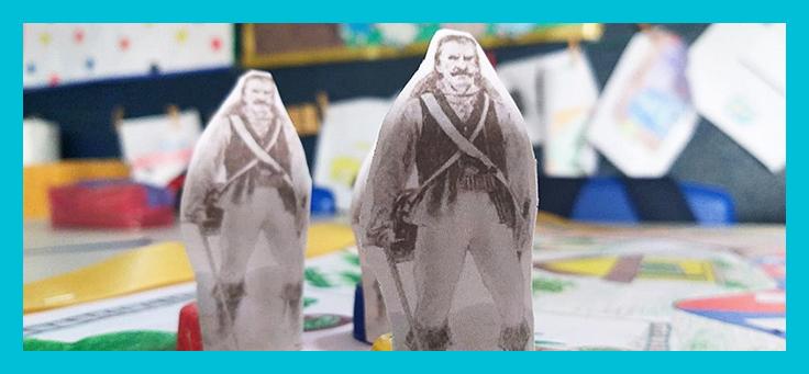 Imagem mostra detalhe do jogo de tabuleiro Batalha das Tabocas