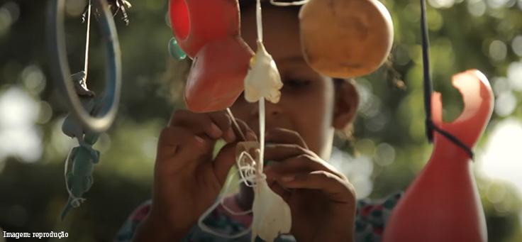 Frame do documentário Território do Brincar