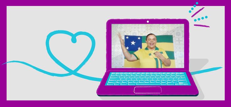 Imagem mostra a professora Lucenilde Rodrigues Santos, que desenvolveu atividades de vídeos com alunos após realizar curso sobre produção colaborativa com alunos. Ela aparece na tela de uma notebook, está usando roupas nas cores verde e amarelo, com a bandeira do Estado de Sergipe ao fundo.