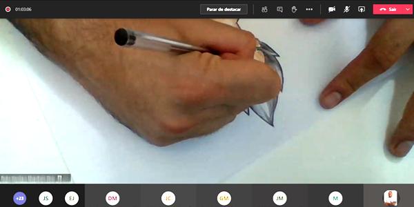 Imagem mostra mão desenhando personagem no estilo mangá durante oficina na Semana dos Voluntários