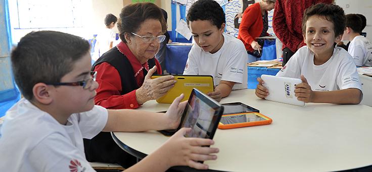 O projeto Escolas Rurais Conectadas oferece cursos online e acompanhamentos em escolas-laboratório nos municípios de Vitória de Santo Antão (PE) e em Viamão (RS).