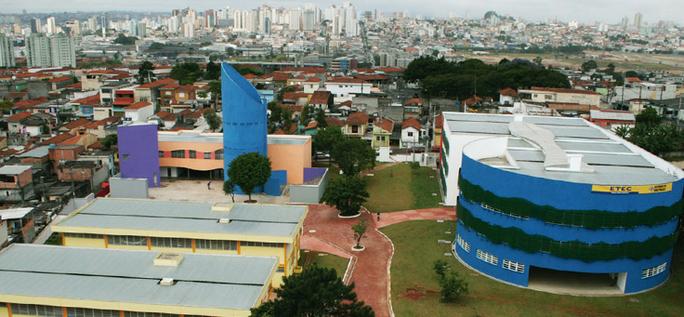 Imagem panorâmica da Escola Campos Salles, em Heliópolis (SP), comunidade conhecida como bairro-educador.