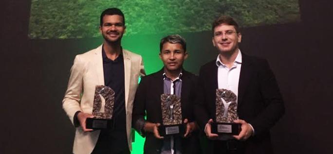 Jovens que participaram do Programa Pense Grande recebem prêmio Laureate Brasil por seus projetos