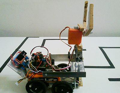 Robô produzido pelos alunos participantes do programa Pequenos Cientistas