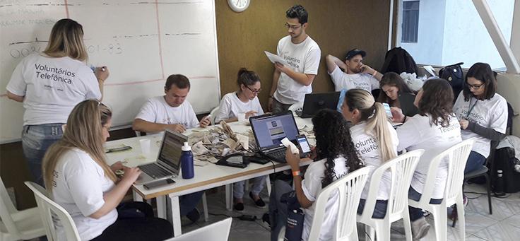 Imagem mostra voluntários da Telefonica no DTV