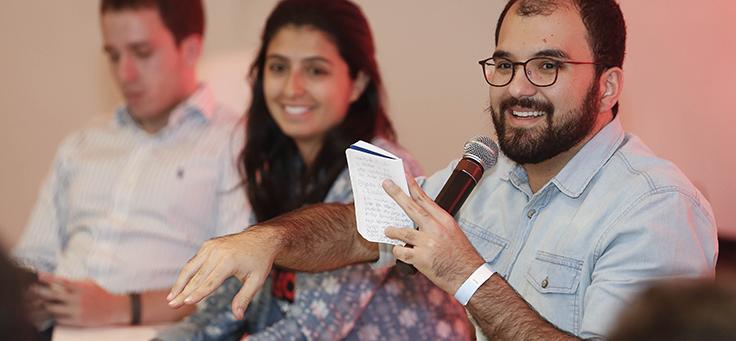 Caio Dib, do Caindo no Brasil, foi um dos mediados dos bate-papos do Educação 360 Tecnologia