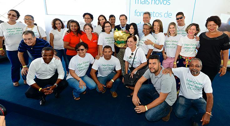 Colégio público inova em ensino na Bahia - Lançamento de parceria com programas da Fundação Telefônica Vivo reuniu estudantes, educadores, comunidade e autoridades em Salvador