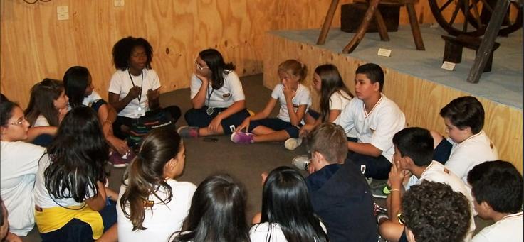 Alunos de escolas que participam do PEA visitam o museu Afro Brasil