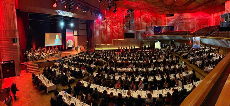 Vista panorâmica do palo e do auditório durante a Conferência Mundial da Associação Internacional de Esforços Voluntários (IAVE)