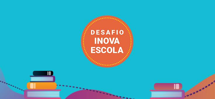 A imagem em tons de azul mostra o logo do Desafio Inova Escola, com letras brancas e fundo laranja, rodeado por livros e outros grafismos.