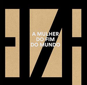 Capa de A Mulher do Fim do Mundo traz o nome Elza escrito em letras grandes. CD de Elza Soares integra lista de obras que ensinam cultura afro-brasileira, conforme a lei 10.639/03.