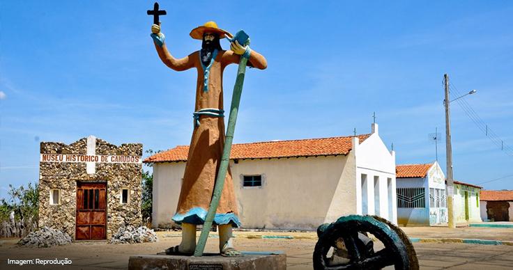 Imagem da estátua de Antônio Conselheiro
