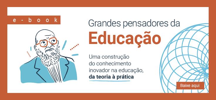 """Capa traz a ilustração de Paulo Freire, um dos grandes pensadores da educação. No desenho ele está de óculos e barba comprida. Foram usados tons de azul e laranja e há grafismos e logos da Fundação Telefônica Vivo e da Fundação """"La Caixa""""."""