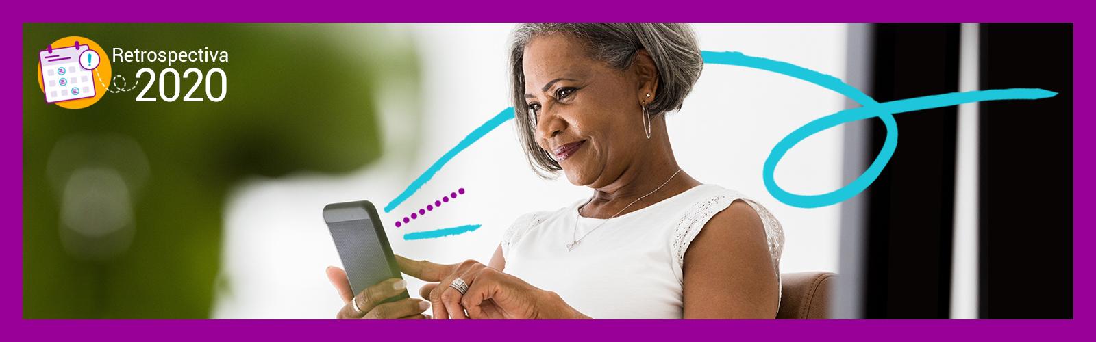 Imagem mostra uma senhora segurando um celular e olhando para a tela.