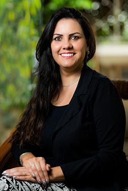 A professora Doani Bertan posa para foto