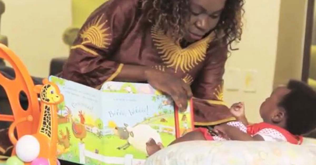 Mabundo Makileki Charlene com a filha, Alegria.