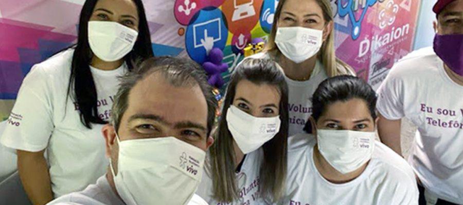 Grupo de colaboradores voluntários da Fundação Telefônica Vivo