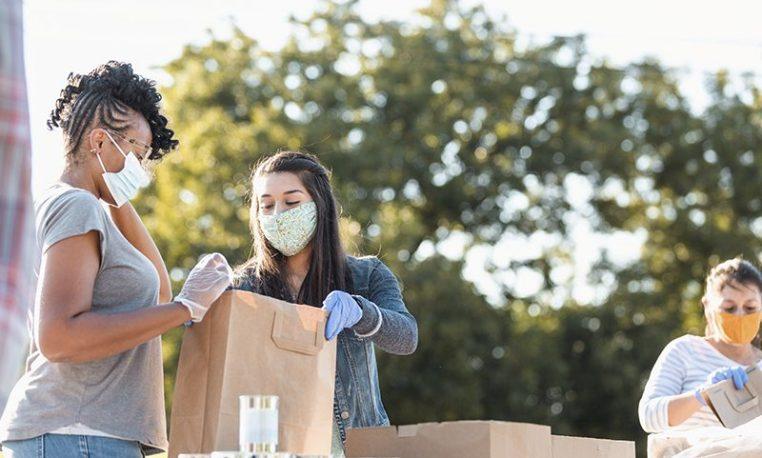 Qual é o papel do voluntariado corporativo no combate à fome durante a pandemia?