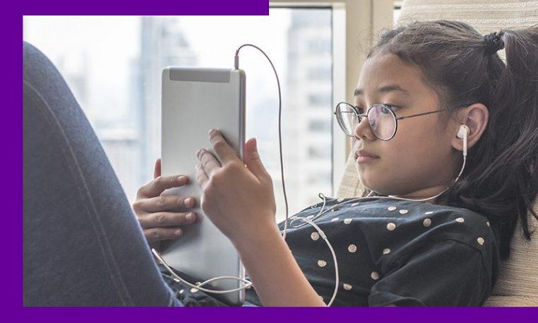 Como famílias e educadores podem garantir a segurança de crianças e jovens na internet