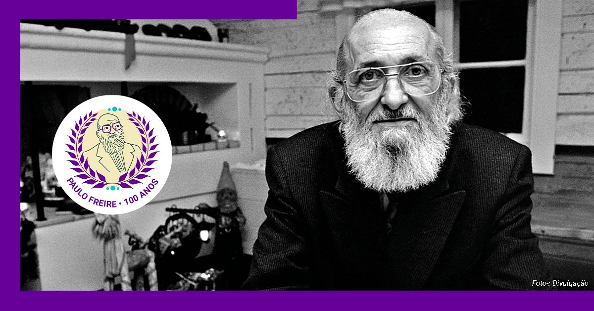 Imagem do pensador Paulo Freire estilizada com uma borda púrpura